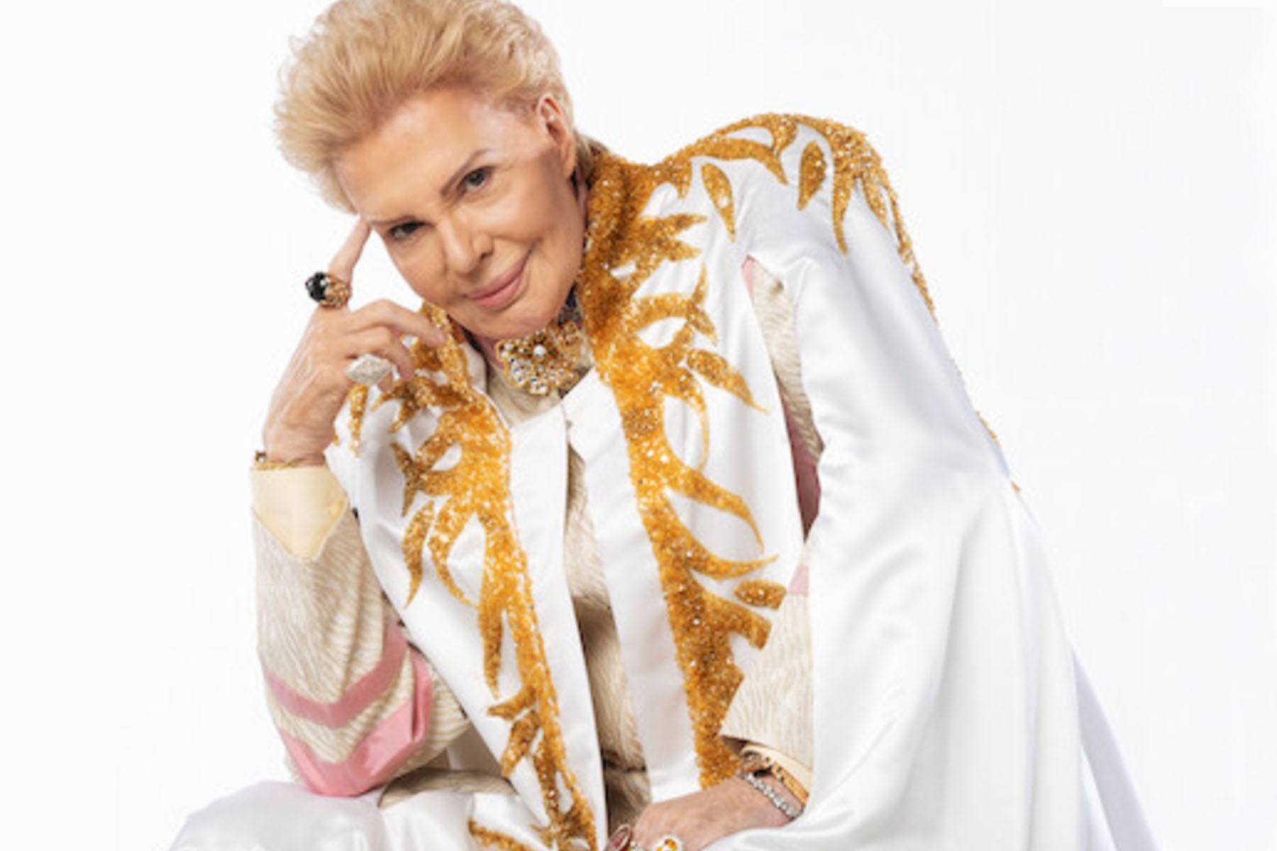 Review: 'Mucho Mucho Amor' Explores the Life of Astrologer Walter Mercado